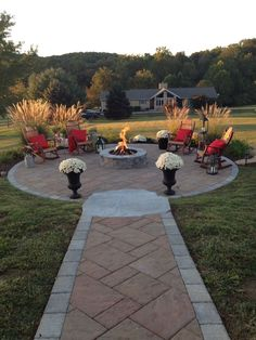 Outdoor Landscaping, Outdoor Gardens, Fire Pit Landscaping Ideas, Landscaping Plants, Fire Pit Plans, Backyard Patio Designs, Patio Ideas, Firepit Ideas, Fence Ideas