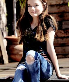 Mackenzie Foy as Dru Blackthorn