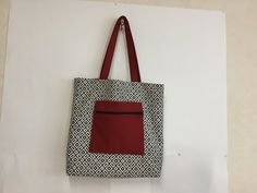 Coudre un tote Bag avec poche à l'extérieur - Tuto Couture Madalena - YouTube Diy Tote Bag, Pouch, Cute Outfits, Sewing, Creative, How To Make, Tutorial Pochette, Peignoir, Alice
