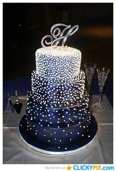 Dream wedding ideas: midnight blue Wedding cake with sparkles. Most beautiful cake for a midnight wedding. Pretty Cakes, Beautiful Cakes, Amazing Cakes, Wedding Cake Pearls, Cool Wedding Cakes, Blue Square Wedding Cakes, Winter Wedding Cakes, Sparkly Wedding Cakes, Winter Cakes