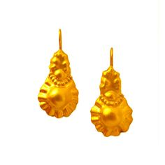 Gold Floral Chic dangle earrings, made of yellow gold ,flower blossom pattern, organic shape.
