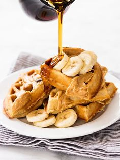 Banana peanut butter waffles are an insanely good breakfast choice. The recipe makes crisp and fluffy waffles in a Belgian waffles maker! Breakfast Dishes, Best Breakfast, Breakfast Recipes, Breakfast Ideas, Scone Recipes, Sunday Breakfast, Breakfast Pastries, Sunday Brunch, Brunch Recipes