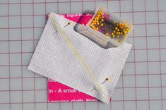 Half Rectangle Triangle Tutorial (Updated May This tutorial is for Half Rectangle Triangles or HRT's. This will add another tool to your quilting toolbox and hopefully you will be able to cre… Math Tutorials, Quilt Tutorials, Half Square Triangles, Sewing Class, Mini Quilts, Quilting Tips, 100th Day, Some Fun, Quilt Blocks