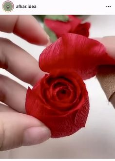 Paper Flowers Craft, Flower Crafts, Diy Flowers, Fabric Flowers, Crepe Paper Crafts, Paper Crafts Origami, Paper Flower Tutorial, Diy Crafts For Gifts, Handmade Flowers