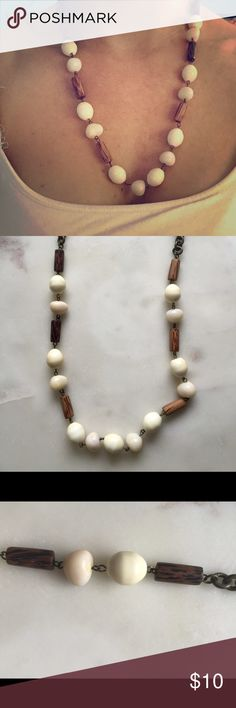 Cute natural looking beaded necklace Fun natural looking beads! Good as new! Jewelry Necklaces