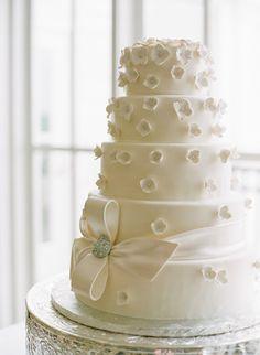 It's time for Spring wedding cakes! #weddingcake #spring