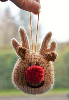 FREE Reindeer Bauble Knitting Pattern - Free pattern for cute reindeer bauble - Knitted Christmas Decorations, Knit Christmas Ornaments, Easy Knitting, Knitting Patterns Free, Free Christmas Knitting Patterns, Simply Knitting, Drops Design, Christmas Makes, Knitting Projects