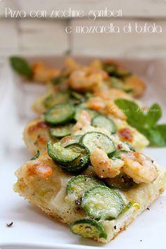 PIZZA CON ZUCCHINE GAMBERI E MOZZARELLA DI BUFALA http://blog.cookaround.com/gustosapassione/2015/10/pizza-con-zucchine-gamberi-e-mozzarella-di-bufala.html