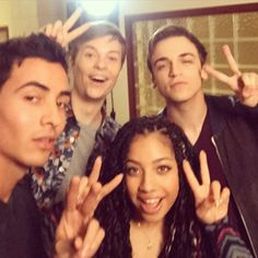 Our great Noah Foster hanging out with some Season 2 new kids ✌️ Meet Stavo, Zoe and Eli. #Scream #Season2