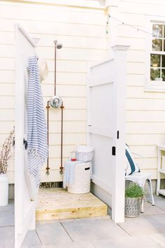 An exterior shower is the excellent useful enhancement to any kind of backyard room-- right here are a few of the best ideas for your home. Outdoor Shower Enclosure, Pool Shower, Outdoor Baths, Outdoor Bathrooms, Outdoor Kitchens, Outdoor Spaces, Outdoor Living, Outdoor Decor, Outside Showers
