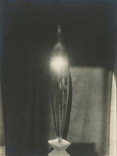 Constantin Brancusi L'Oiseau d'Or, bronze poli, 1919 Gelatin Silver Print; printed c.1919 9 x 6.62 in (22.9 x 16.8 cm)