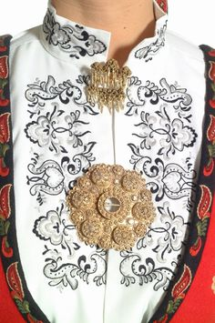 Just wanted to show off some of Norway's lovely national costumes, they are so varied and col… Traditional Fashion, Traditional Dresses, Folk Costume, Costumes, Scandinavian Embroidery, Norwegian Vikings, Russian Folk Art, Bridal Crown, Vintage Outfits