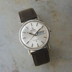 This Omega Constellation 1969 is a true classic. Understated and elegant featuring silvered dial with steel hands and baton markers. Excellently complemented by the stainless steel case. On the reverse is found the famous logo depicting the Geneva Observatory. The reference number 168.016 indicate that this is a self-winding gentleman's chronometer. Measuring 35mm in diameter, it has a signed crown and houses the original 24 jewels calibre 751 chronometer movement … Read More →