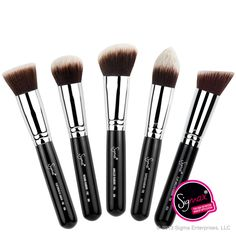 The Sigma Beauty Sigmax Kabuki Kit contains five face brushes that allow for a high definition, flawless makeup application. The brushes in this kit feature exclusive Sigmax™ fibers, uniquely designed to apply powder, cream and liquid products without absorption into the bristles.