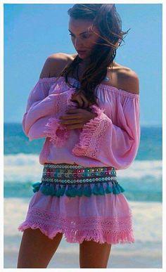 ╰☆╮Boho chic bohemian boho style hippy hippie chic bohème vibe gypsy fashion indie folk the . Boho Hippie, Style Hippie Chic, Look Boho Chic, Gypsy Style, Boho Gypsy, Bohemian Style, Hippie Elegante, Estilo Hippy, Ibiza Fashion