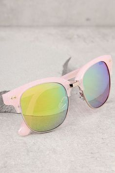 Raise the bar with the Perverse Barrett Pink Mirrored Sunglasses! These classic wayfarer style sunnies feature pink marbled frames and mirrored lenses that flash green and blue. UV 400.