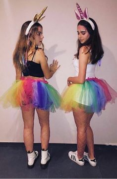 Halloween is best enjoyed with BFFs. Therefore, check out some of the best Halloween costumes for BFFs and make your Halloween something you can remember. Halloween Costumes For Bffs, Best Friend Halloween Costumes, Unicorn Halloween Costume, Costumes For Teens, Cute Costumes, Bff Costume Ideas, Girl Halloween, Halloween Design, Disney Halloween