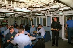 Mess deck Us Navy, Navy Day, Air Force, Vintage Sailor, Navy Life, Military Humor, United States Navy, Navy Ships, Boot Camp