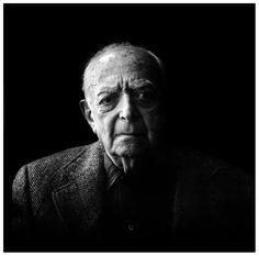 Brassai - Paris - 1983 by Michael Somoroff Brassaï, pseudoniem van Gyula Halász (Kronstadt, tegenwoordig Brașov, 9 september 1899 – Nice, 7 juli 1984) was een Frans fotograaf van Hongaarse afkomst.