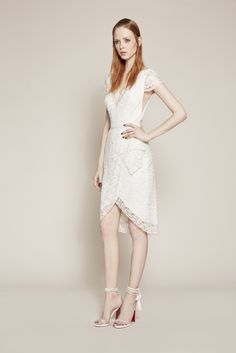 See the complete Marchesa Notte Resort 2016 collection.