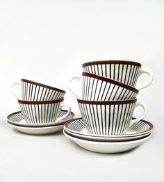 Scandinavian china, by Stig Lindberg--i love this pattern! We had these dishes when I was a child. Ceramic Tableware, Porcelain Ceramics, Kitchenware, Feather Illustration, Stig Lindberg, Vintage Pottery, Art Deco Design, Scandinavian Design, A Table