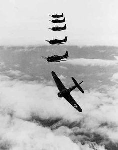 Douglas SBD Dauntless dive bombers of the Reconnaissance Squadron photographed during training, 1941 Ww2 Aircraft, Military Aircraft, Douglas Aircraft, Vintage Airplanes, Military Photos, War Machine, World War Two, Wwii, Fighter Jets