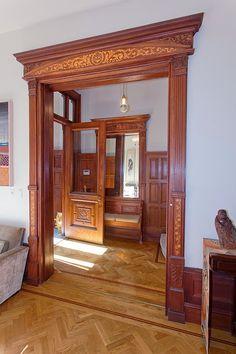 New York Brooklyn brownstone Victorian foyer http://victoriangothicinterior.blogspot.com/2013_10_01_archive.html