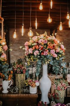 Rustic Wedding - Rayna Thais and Bruno - CaseMe Magazine - Ronald Delisle Trendy Wedding, Boho Wedding, Rustic Wedding, Dream Wedding, Wedding Day, Floral Wedding, Wedding Flower Arrangements, Flower Bouquet Wedding, Arte Floral