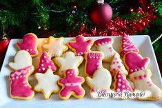 In reteta acesta vin cu niste parfumate, dragalase si fragede fursecuri de Craciun cu glazura care vor cucerii intreaga familie. 200 Calories, Cookies, Desserts, Christmas, How To Make, Biscuits, Deserts, Navidad, Weihnachten