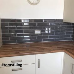 Dark Tile Floors, Grey Floor Tiles, Grey Wood Floors, Grey Cupboards, Grey Kitchen Cabinets, Kitchen Dining, Dining Room, Dark Grey Feature Wall, Dark Grey Walls