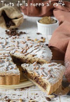 La TORTA DELLA NONNA AL CAFFE' è un dolce delizioso, che innova un poco la tradizione, aggiungendo ulteriore gusto e ricchezza. Un perfetto dessert per concludere un pranzo di festa (magari proprio quella dei nonni) o per una golosa colazione o merenda con gli amici. Sweet Recipes, Cake Recipes, Torte Cake, Cake Business, Italian Desserts, Sweet Tarts, No Bake Treats, Cake Cookies, Food And Drink