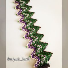 This Pin was discovered by ner Beads Jewelry, Beaded Jewelry Designs, Bracelet Designs, Beaded Bracelets, Beading Techniques, Beading Tutorials, Peyote Patterns, Beading Patterns, Arm Candies