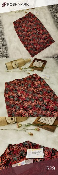 🌻🌺🌻LULAROE NWT CASSIE SKIRT!! LULAROE NWT CASSIE SKIRT!! New with tags, size small. Beautiful floral design! Posh Ambassador, buy with confidence! Check out my other items to bundle and save on shipping! offers welcome. I ship same or next day!    Inventory #PA17 LuLaRoe Skirts