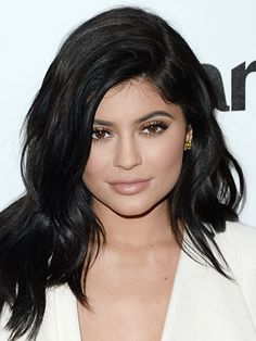 Kylie Jenner's bold brows and contoured cheeks are gorgeous