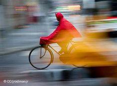 Por mal tiempo que haga, la bicicleta sigue siendo un vehículo adecuado. Sólo hay que encontrar la vestimenta adecuada.