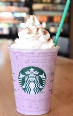 Starbucks is offering two new Frappuccino blended beverages for a limited time. Starting August 27 through September Blackberries & Crème Frappuccino and Strawberry Shortcake Frappuccino will be available in participating Starbucks stores. Starbucks Art, Secret Starbucks Drinks, Starbucks Recipes, Starbucks Coffee, Starbucks Frappuccino, Delicious Deserts, Dessert For Dinner, Creative Food, Yummy Drinks