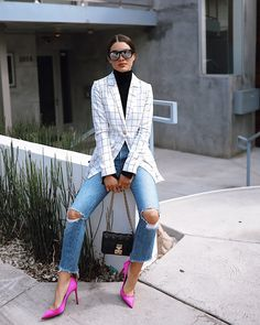Blazer & Pink Pumps The blazer has always been a key piece in my wardrobe, and every season it comes Look Fashion, Girl Fashion, Womens Fashion, Fashion 2018, Latest Fashion, Fashion Online, Pink Heels Outfit, Pink Shoes, Chic Outfits