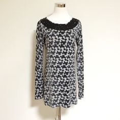 Adrienne Vittadini-Gray print tunic sweater-Size M Adrienne Vittadini-gray print scoop neck sweater tunic-size medium. Long sleeve. Sequins around front neckline. 55% mercerized wool, 45% viscose. Adrienne Vittadini Sweaters Crew & Scoop Necks