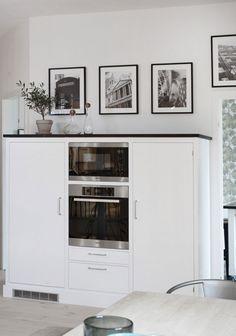 Vikby ren vit 2   Tradition   Produkter   Kvänum Kyl och frys döljs bakom dörrar i Vikby, ugnar från Miele