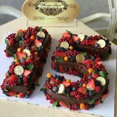Bolo de 15 anos: tipos, dicas e fotos lindas para acertar na escolha Number Birthday Cakes, Number Cakes, Fruit Birthday, Cake Birthday, Birthday Parties, Easy Cake Decorating, Birthday Cake Decorating, Cake Recipes, Dessert Recipes