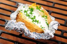 Baked potatoes are among the list of filling foods.