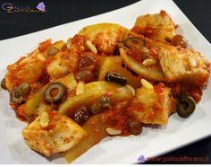 La teglia di baccalà al forno alla napoletana, è un secondo piatto stuzzicante e saporito, preparato in due tempi: prima sul fuoco e poi in forno. Si inizia consumando un sugo di pelati insaporiti da due spicchi d'aglio, pinoli, capperi, uvetta e olive di Gaeta, per poi preparare una teglia composta da patate a spicchi, pezzi di baccalà soffritti e annegati nel sugo precedentemente descritto: il tutto viene cosparso di origano e infornato per circa 50 minuti .
