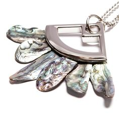 Colar de metal prata com conhas abalone do Pacífico Sul importadas da Nova Zelândia