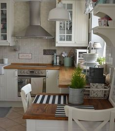 (Except with darker floor) Countryside IKEA kitchen Open Kitchen, Country Kitchen, Kitchen Dining, Kitchen Decor, Countryside Kitchen, Kitchen White, Kitchen Mats, Bar Kitchen, Craftsman Style Homes