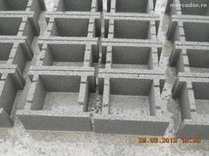 Boltari Fundatie Cornetu - imagine 2 Case, Tray, Trays, Board