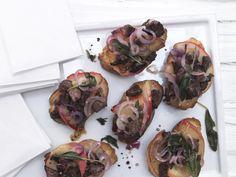 Italienische Hähnchenleber-Brote - mit gegrillten Äpfeln und Salbei - smarter - Kalorien: 198 Kcal - Zeit: 35 Min. | eatsmarter.de