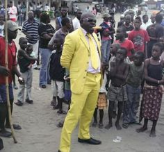 """congolese sapeur by francesco giusti stylegourmand: """" Check out photographer Daniele Tamagni's book, Gentlemen of Bacongo, which features photographs of men part of a subculture devoted to stylish. Yellow Suit, Black N Yellow, Pink Suit, Afro, Best Dressed Man, Congo, Dandy, African Fashion, Style Guides"""