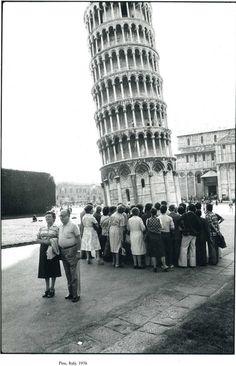 Elliott Erwitt - Pisa, Italy, 1976