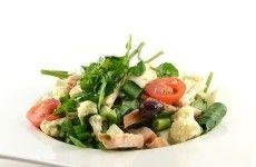 Waterkers salade met bloemkool en gerookte kip