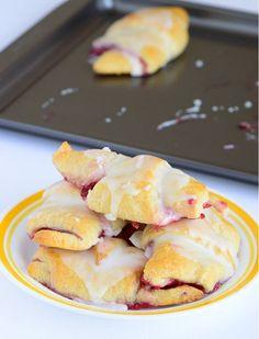 Easiest Raspberry Lemon Crescent Rolls - a 10-minute easy dessert recipe. I'm in love.